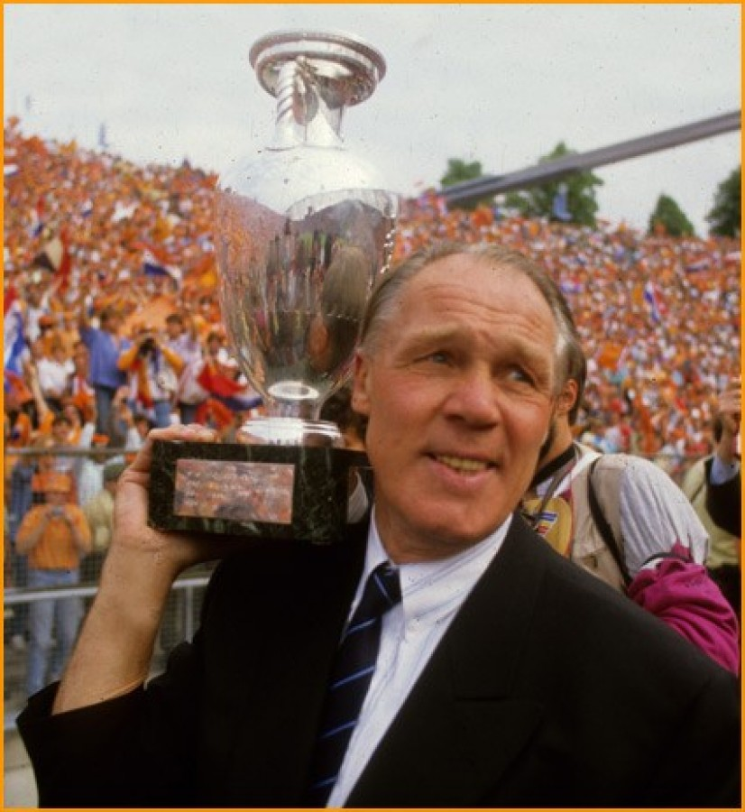 Фотообои на телефон футбол международной федерации