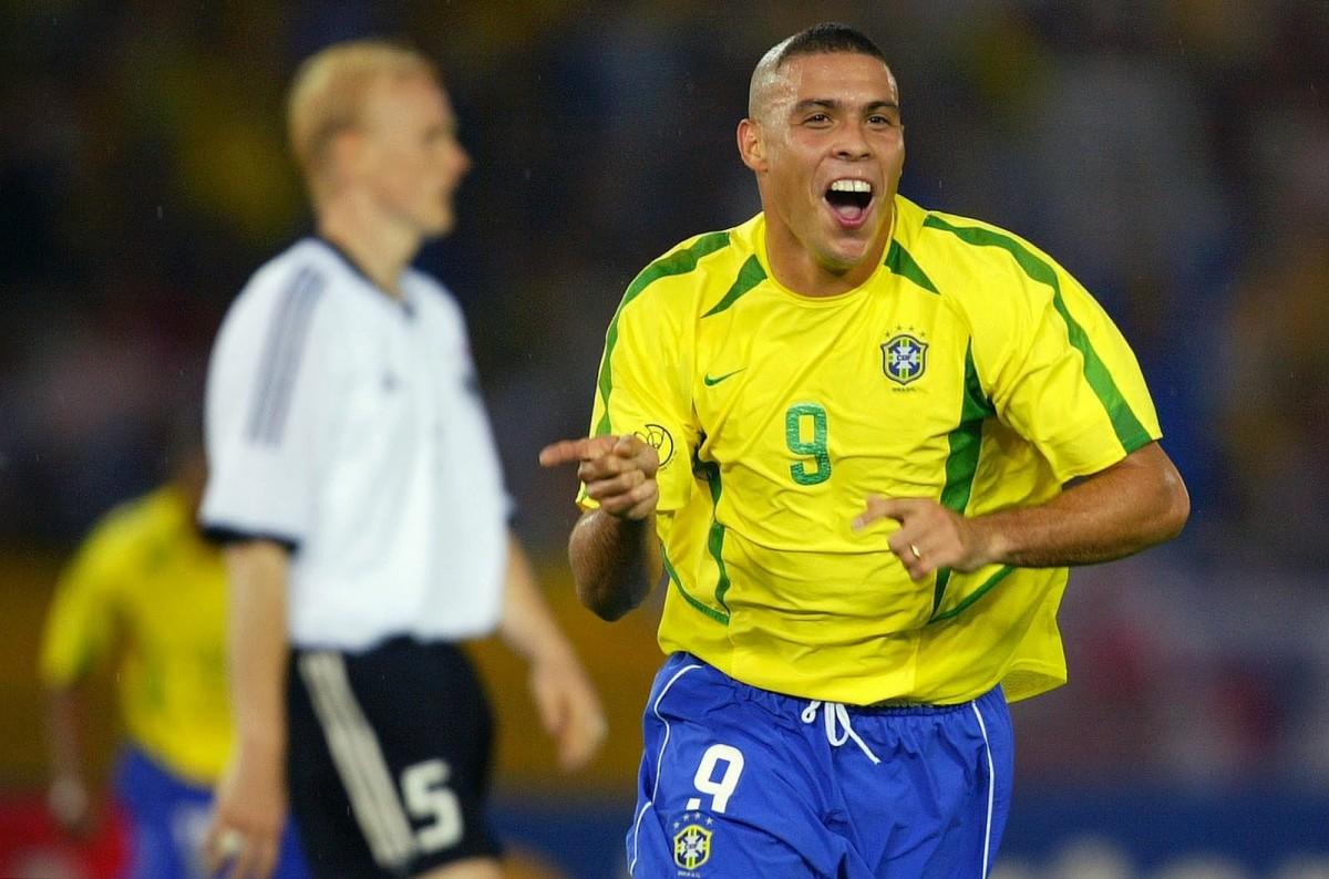china brazils forward ronaldo - 988×657